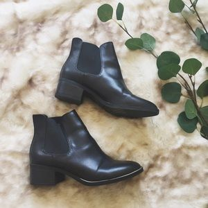 » Black & gold ankle boots